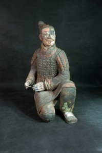 「彩色跪射俑(さいしききしゃよう)」 秦時代 前3世紀 秦始皇兵馬俑博物館蔵