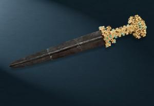 「金柄鉄剣(きんへいてっけん)」 春秋時代 前8-5世紀 宝鶏市考古工作所蔵