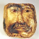死者の顔にかぶせたと おぼしい黄金のマスク