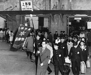 上野駅に到着した集団就職第一陣(昭和37年)
