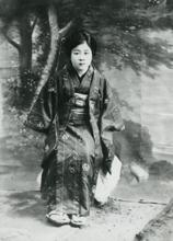 カフェ―の女給などさまざまな職業を   転々としていた頃の林芙美子 1924年(大正13)頃