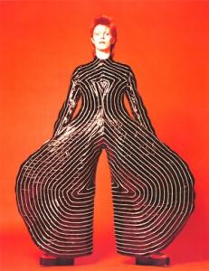 デビッド・ボウイ ステージ衣装 Kabuki(1973年) 所蔵/デビッド・ボウイ  1973年初のワールドツアーのため、デビッド・ボウイ 本人から 直々の依頼を受け、制作された衣裳。  (C)MASAYOSHI SUKITA
