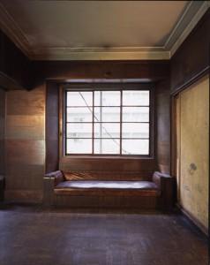 同潤会江戸川アパートメント社交室のソファ 1935年 兼平雄樹/撮影