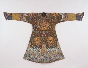 孔雀羽織蟒袍(一級文物) 内モンゴル博物院所蔵