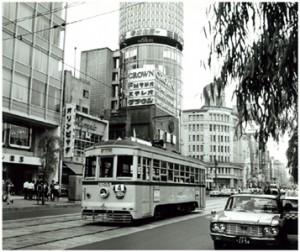 「銀座四丁目を走る都電」写真